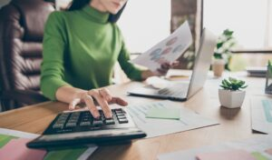 Should You Work With a Bookkeeper to Help With Your Business?